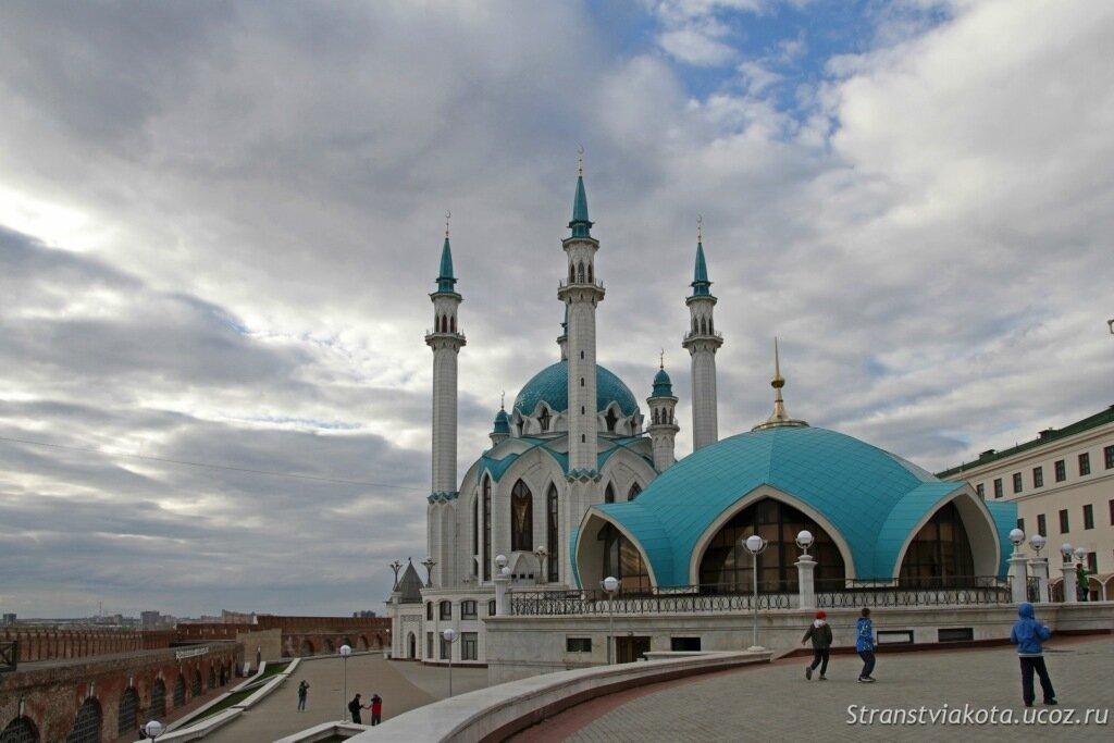 Казанский кремль, пожарная часть и мечеть Кул Шариф
