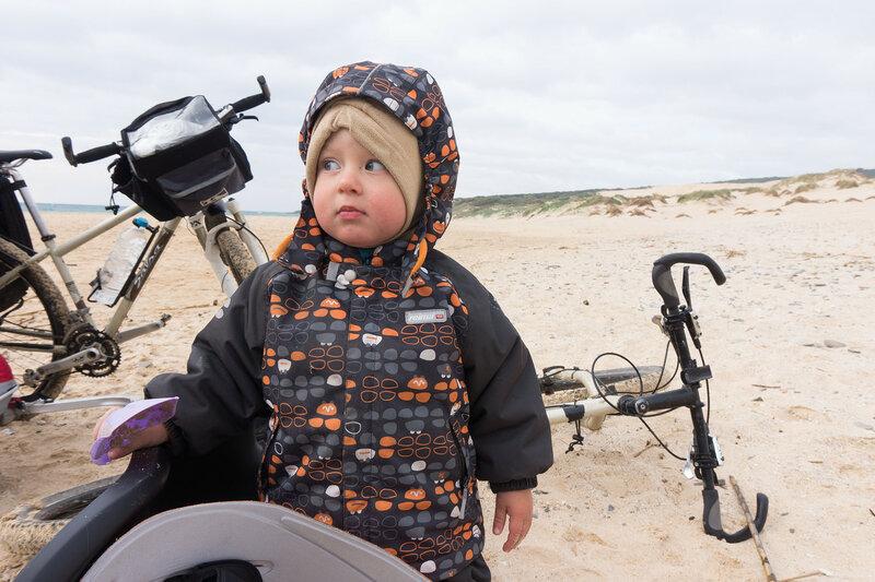 ребенок в велопоходе по андалусии, испания