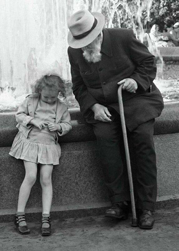 1962 год Дедушка и внучка.jpg