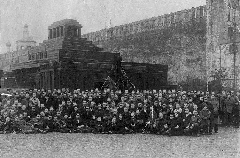 631887 Групповая фотография у мавзолея Ленина 24.jpg