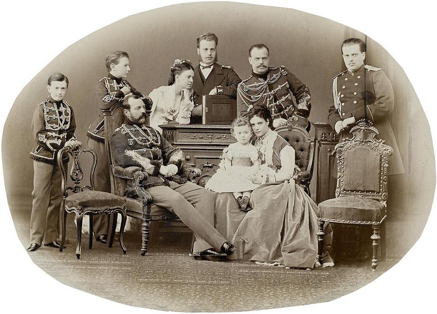 Family_of_Emperor_Alexander_II_of_Russia.jpg