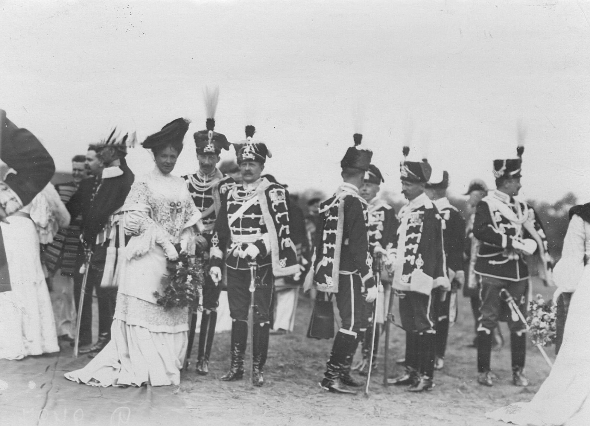 Офицеры германской армии («гусар смерти») на праздновании 250-летнего юбилея полка