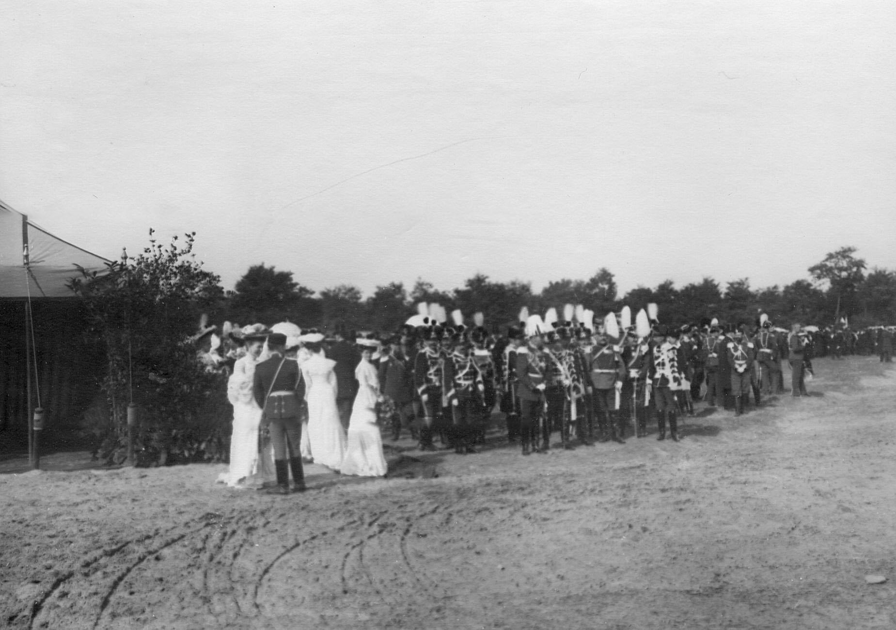 Группа германских гостей - офицеров полка гусар-смерти  на праздновании 250-летнего юбилея полка