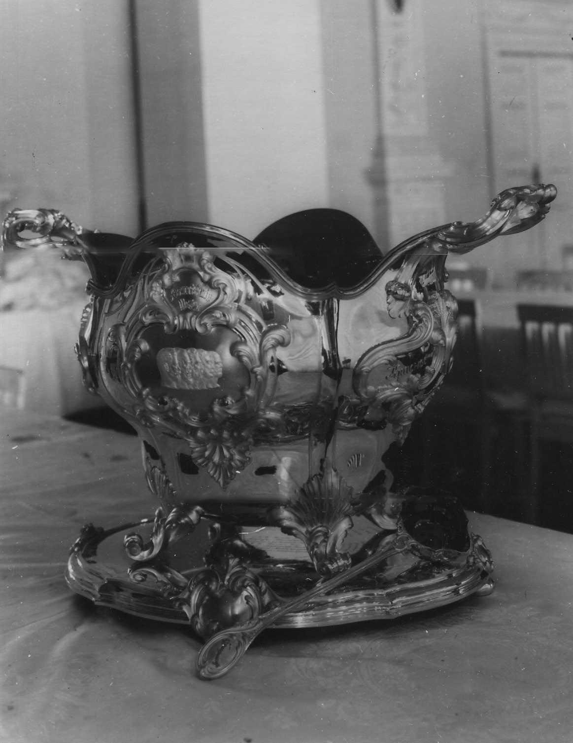 Пуншевая чаша, подаренная полку в день юбилея