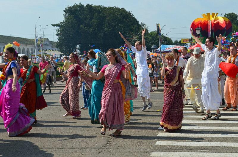 В национальных костюмах Индии.