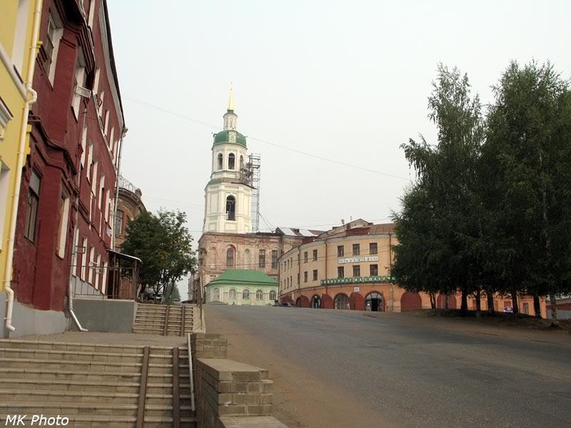 Колокольня Спасского собора, вид вдоль улицы Большевиков