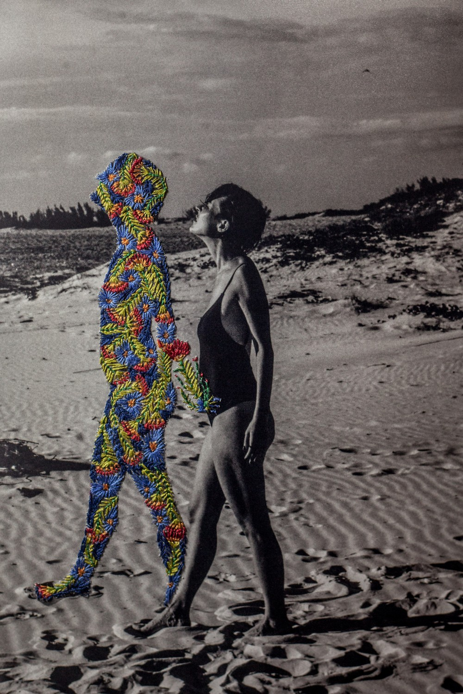 Художник из Бразилии соединяет фотографии с вышивкой