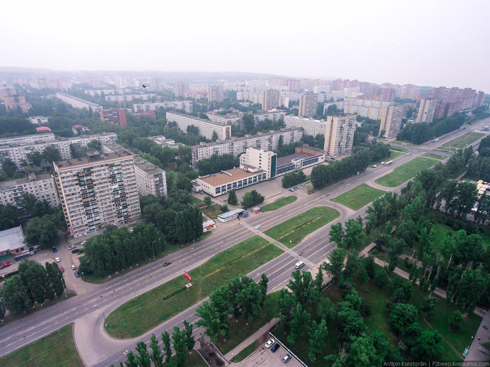 33. Среди скучных типовых домов теперь уже ярким пятном выделяется 56 дом на Революционной улиц