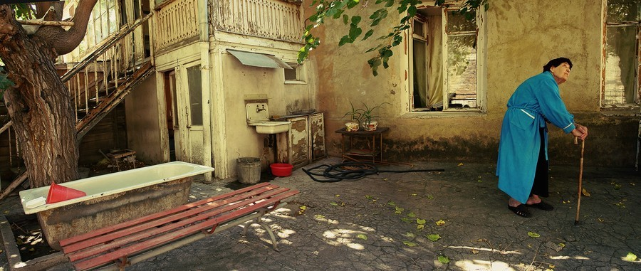 6. Конд облетает листвой. Бабушка Кнарик (это «лира» по-армянски), трясущая всеми частями тела от бо