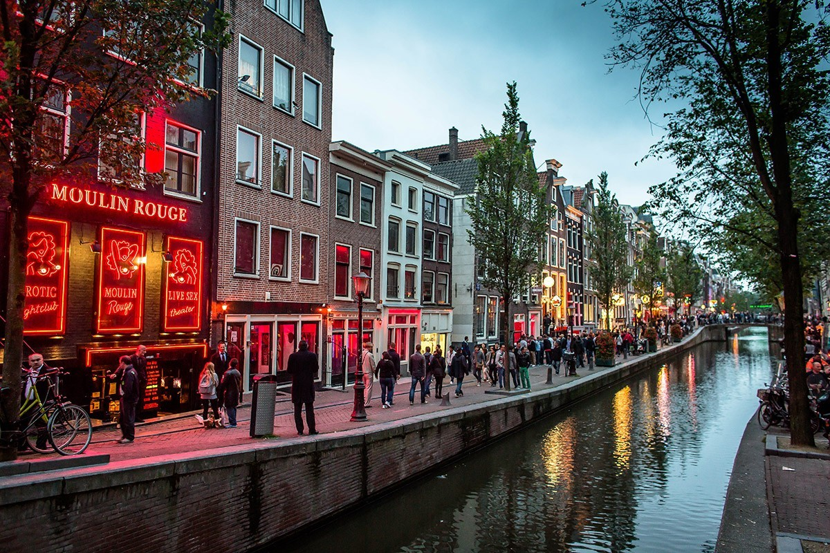 8. Квартал красных фонарей Де Валлен Быть в Амстердаме и не зайти в квартал красных фонарей? Это вед