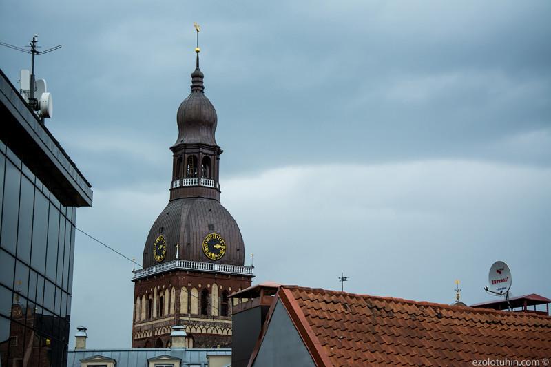 Домский собор был основан через два года после церкви Петра, в 1211 году, окончательно строительство