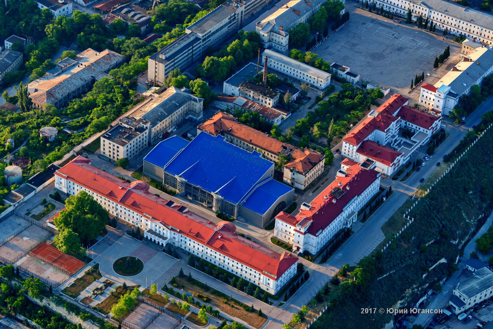 4. Лазаревские казармы — комплекс из девяти зданий, расположенных на Корабельной стороне Севаст