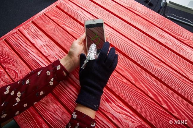 Результат: Лайфхак работает, так что наспециальных сенсорных перчатках для смартфонов можно сэконом