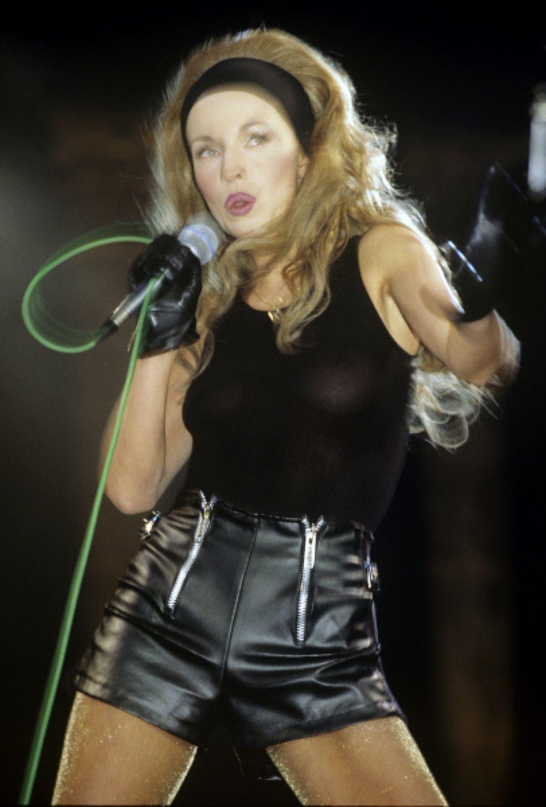 Певица Наталья Ветлицкая, 1994 год. Разноцветные шнурки Чаще всего покупали ярко-розовые или салатов