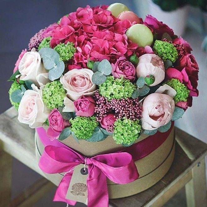 Суеверие, связанное с количеством цветков в букете, появилось на Руси в те времена, когда она еще бы
