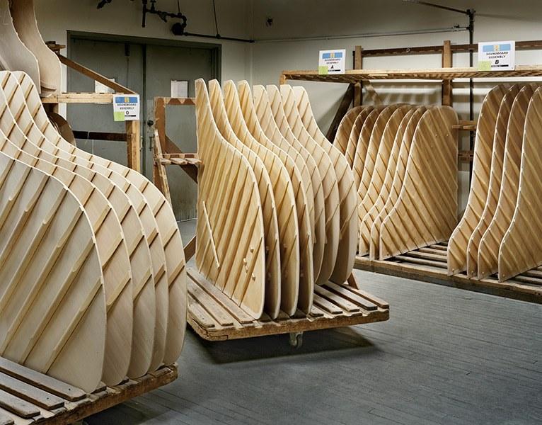 Боковые стенки фортепиано образуют корпус рояля, внутри которого устанавливается деревянная кон