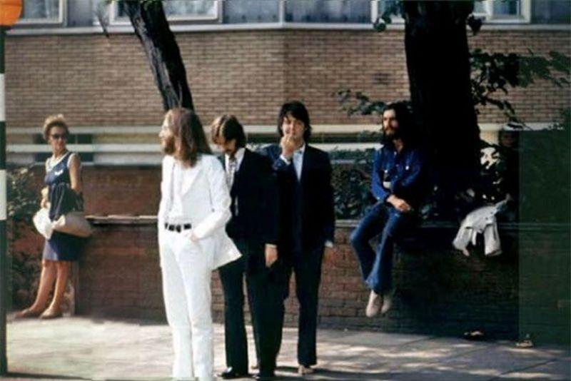 За кадром знаменитой фотосессии The Beatles для обложки к альбому Abbey Road
