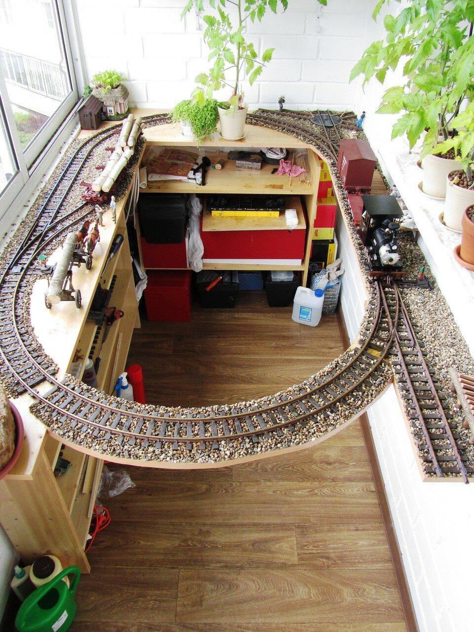 Small Balcony Garden Railway - Garden Railway Forum