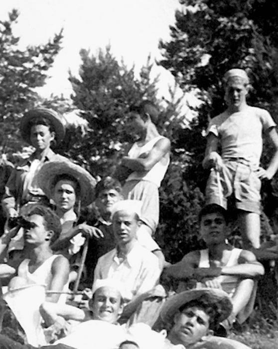 В Родопах с Никитой Лобановым (крайний справа) в поисках гранатового месторождения. 1951 г.