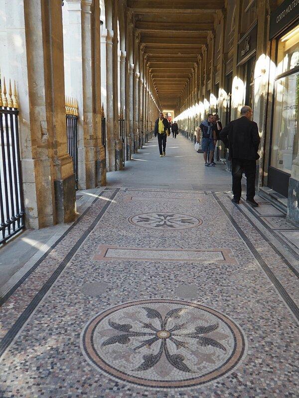 Париж, сад Пале-Рояль (Paris, the garden of the Palais Royal)