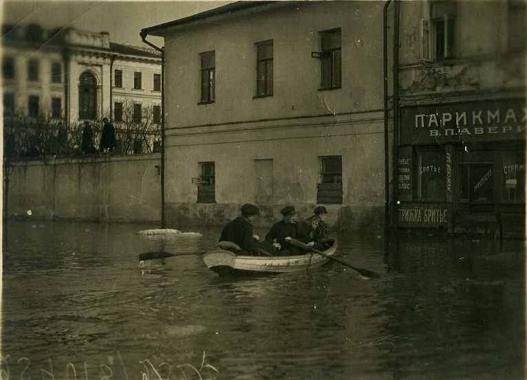 619667 Наводнение 1908 Кадашевская набережная.jpg