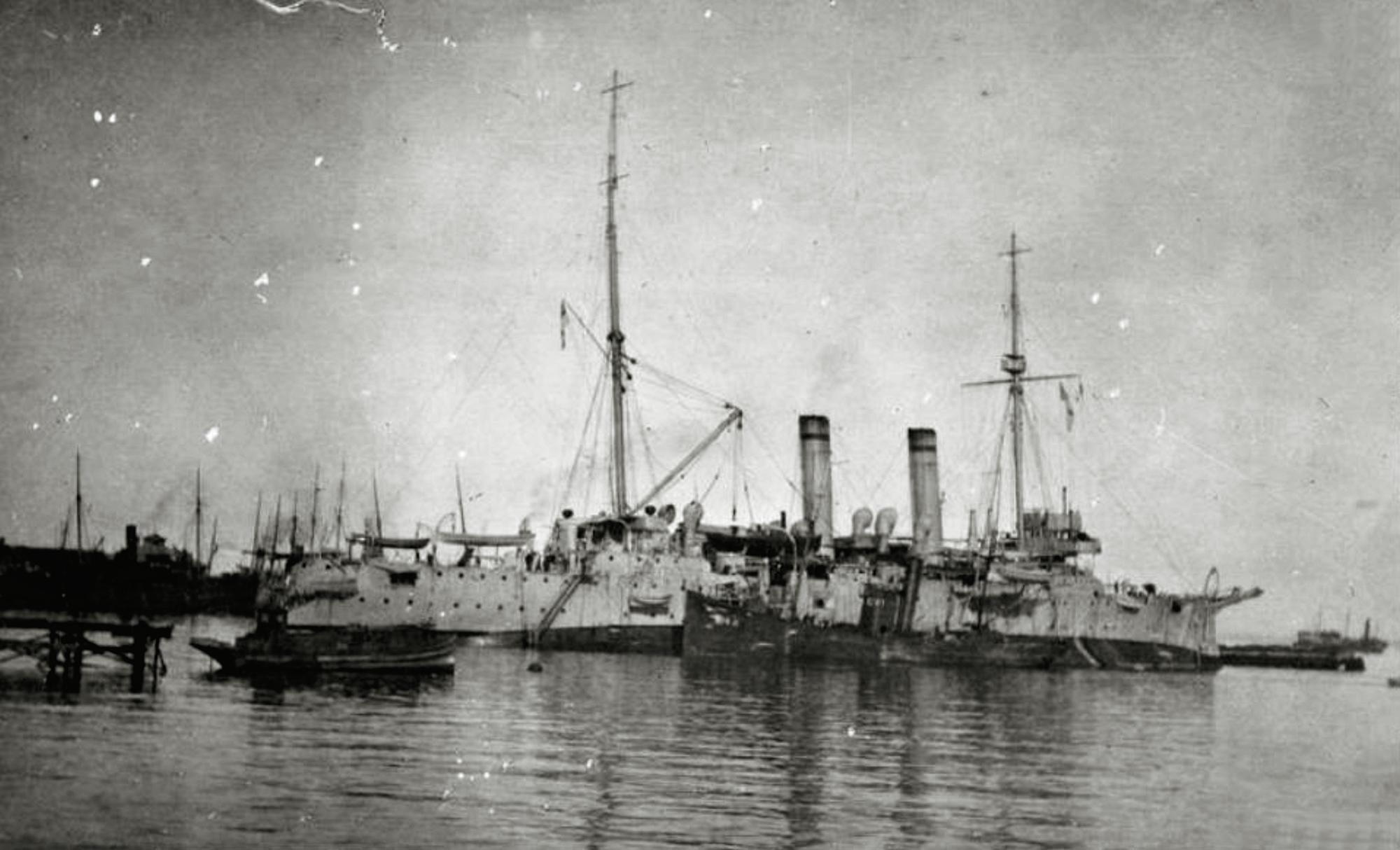 Британский крейсер Теcей в Батуми