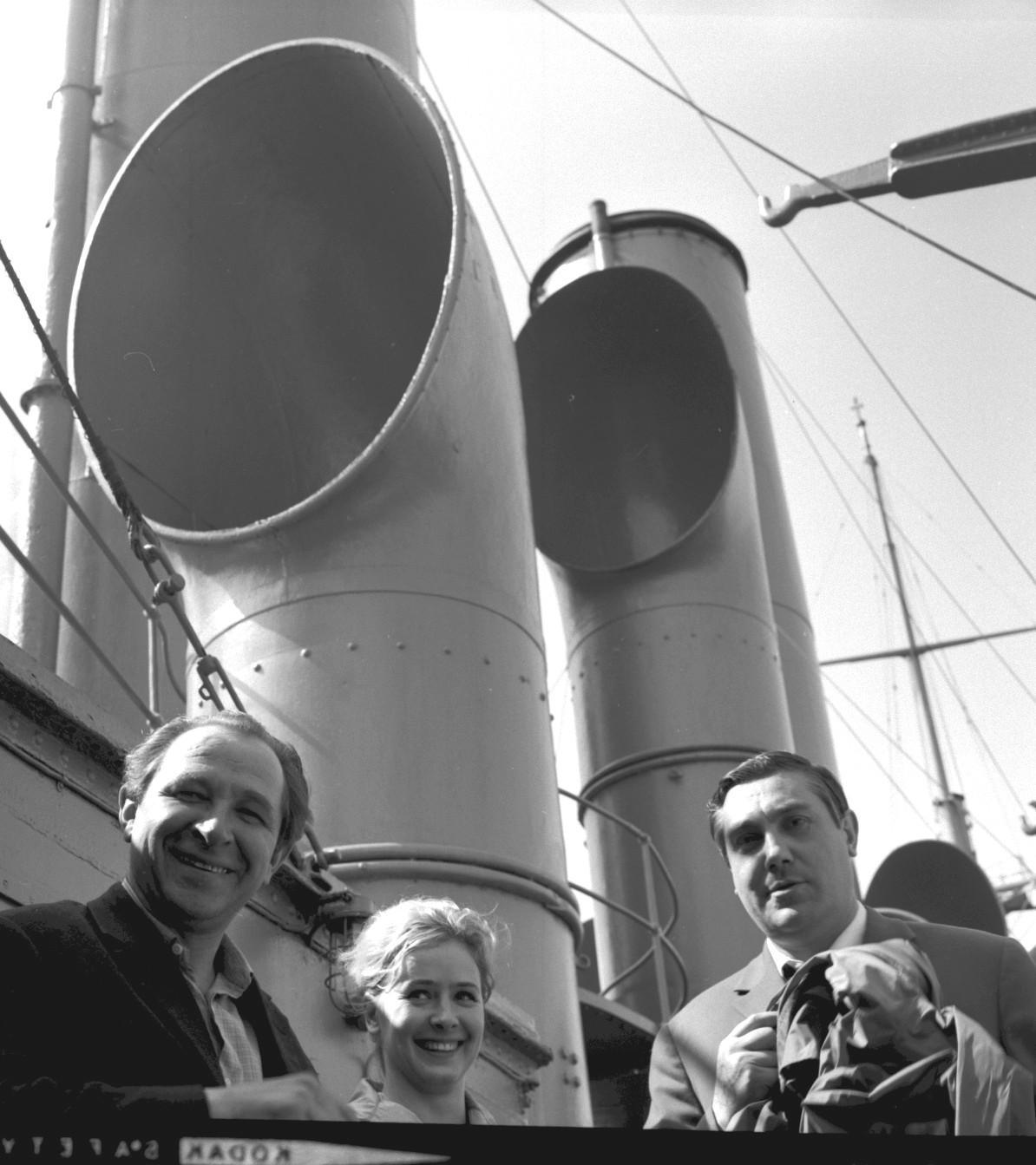 Групповой портрет актеров на крейсере Аврора. 1965.06