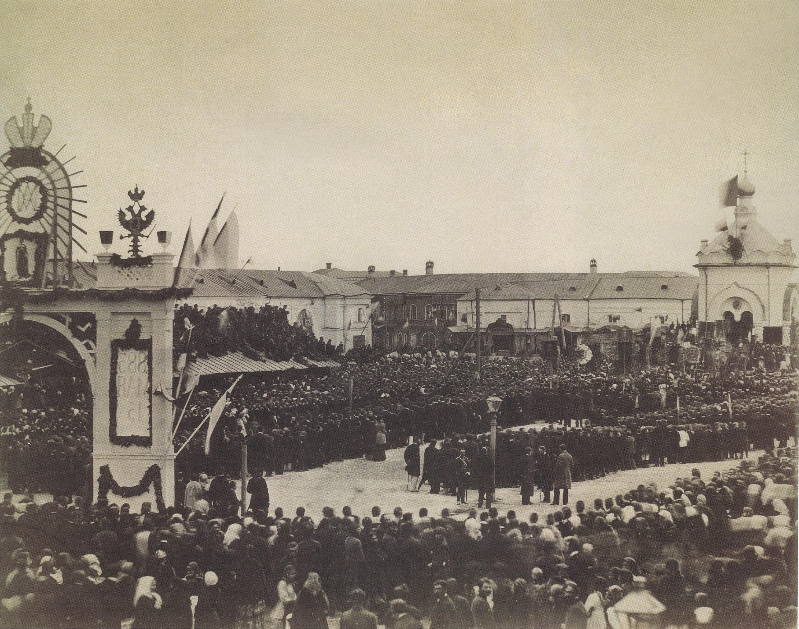 Новобазарная площадь. Молебен по случаю коронации Александра III. 16 мая 1883