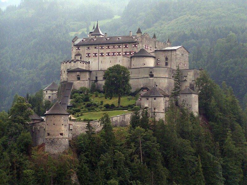 1200px-Festung_Hohenwerfen.jpg