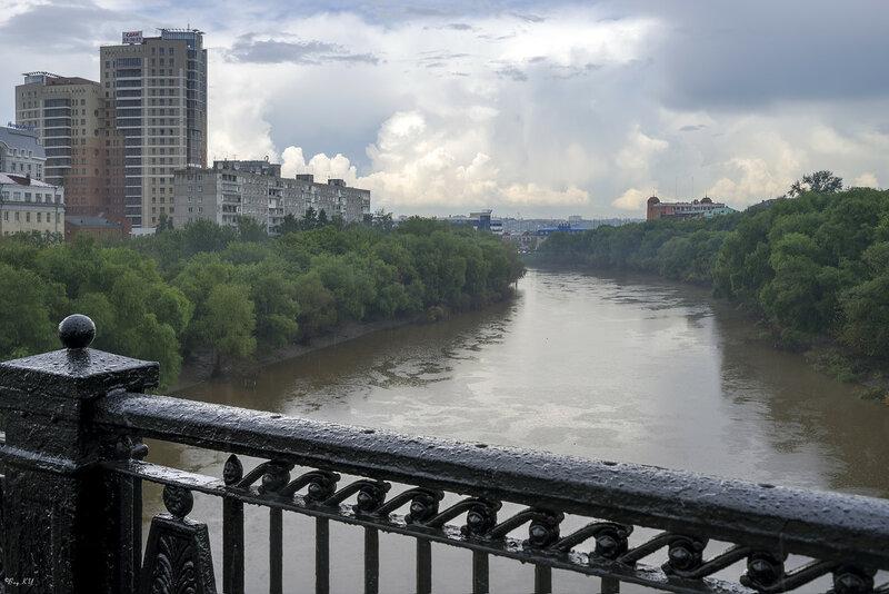 Вид на Север с Комсомольского моста в дождь