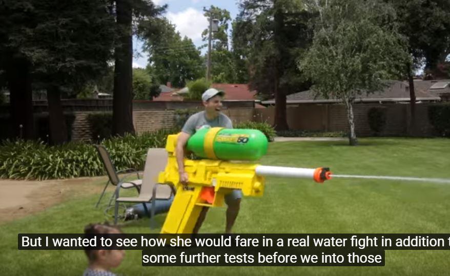 Водяной пистолет с мощной струей