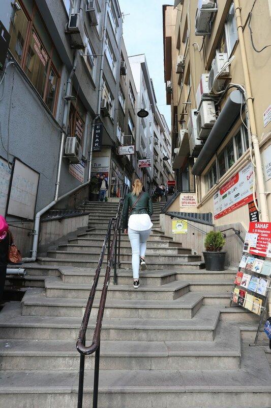 Istanbul, Uskudar. Streets Of Sultantepe)