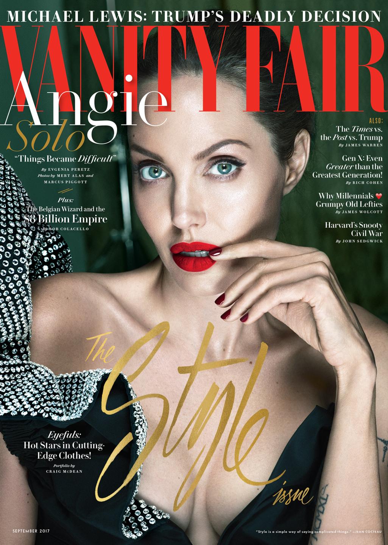 Анджелина Джоли и Брэд Питт расстались в сентябре прошлого года, тогда же 42-летняя актриса подала н