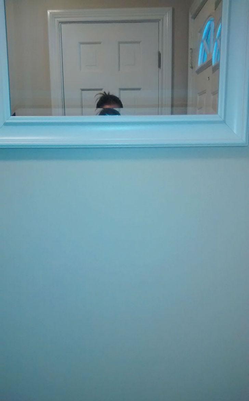 «Попросила мужа повесить зеркало в ванной. Как вы догадались, он выше меня».