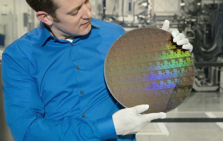 Инженеры IBM уместили 30 млрд транзисторов начип размером сноготь