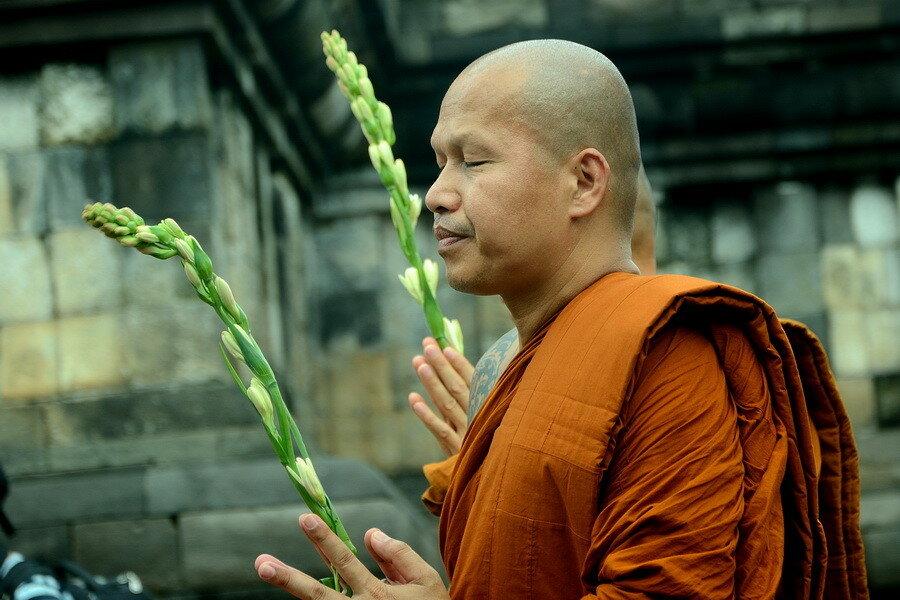Монах с цветами