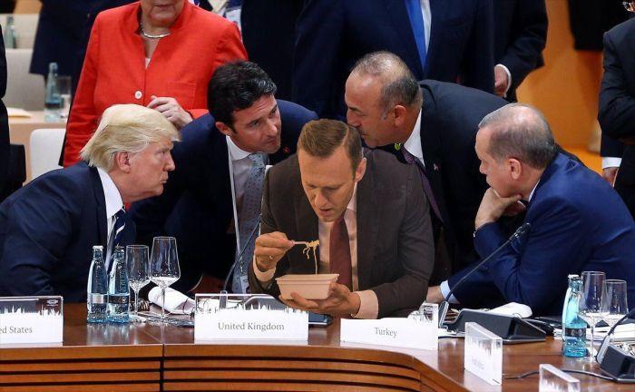 Навальный с лапшой Доширак