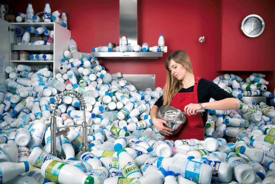 This photographer has stored 4 years of waste to illustrate our consumption (11 pics)
