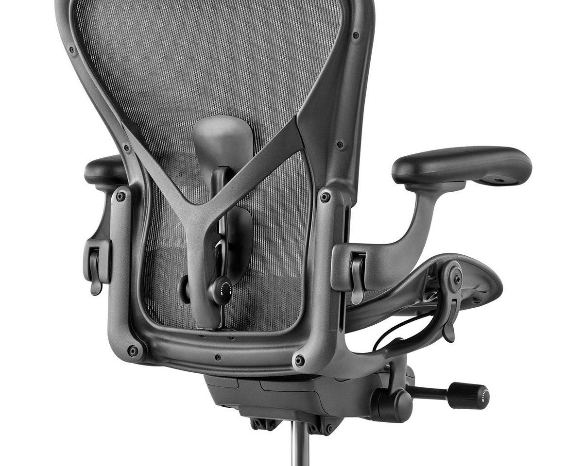 Офисное кресло с поддержкой поясницы