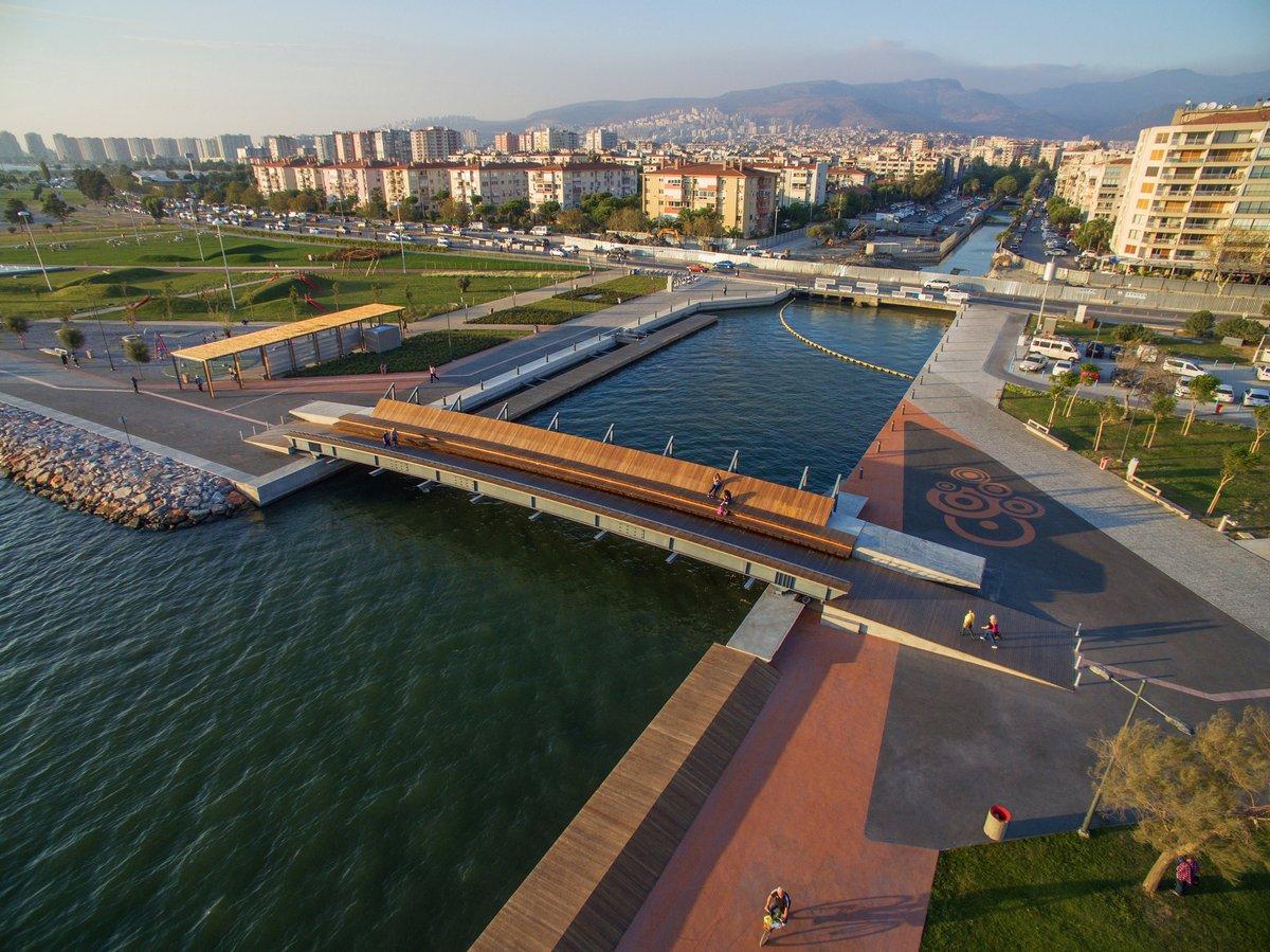 Пешеходный мост в Измире