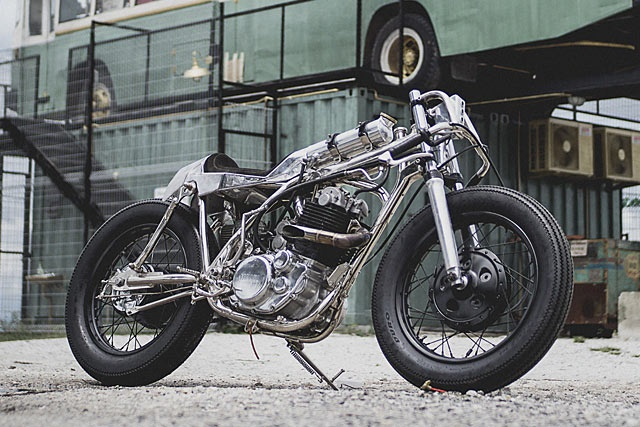 Beautiful Machines: заряженный кастом Yamaha SR400 Praying Mantis