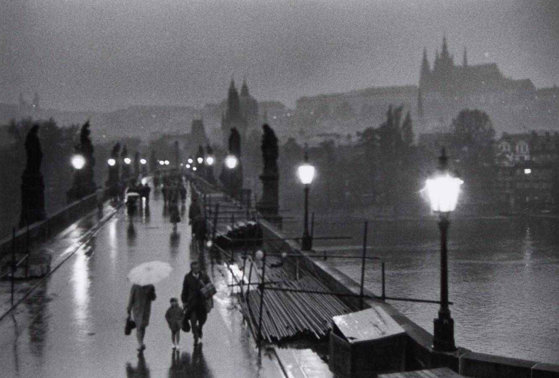 1967. На Карловом мосту