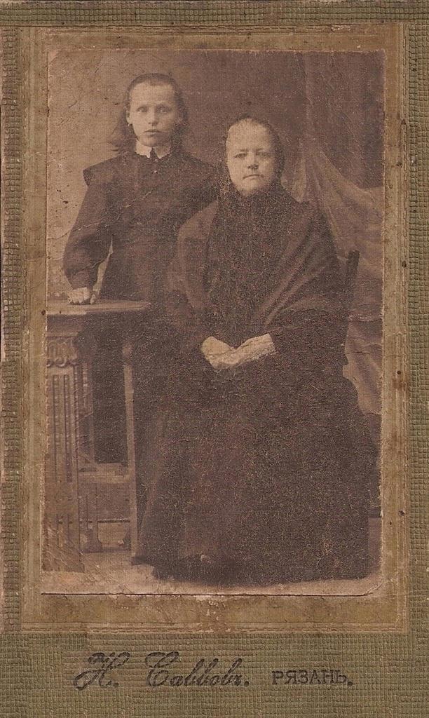 Прасковья Тапильская (слева)