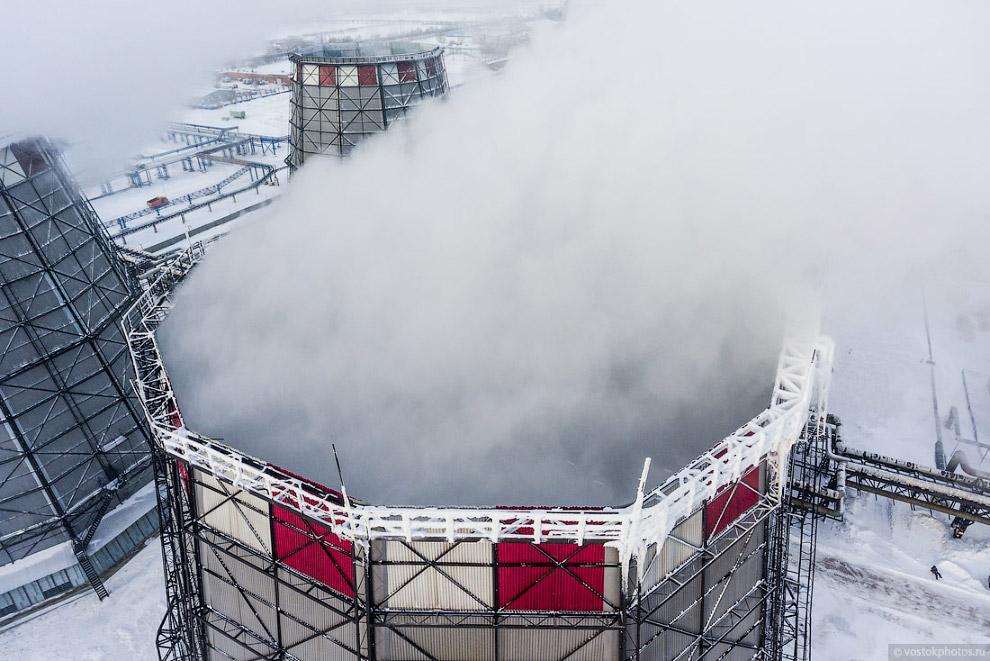 16. На следующий день, после съемки, состоялся официальный запуск новой паровой турбины. На торжеств