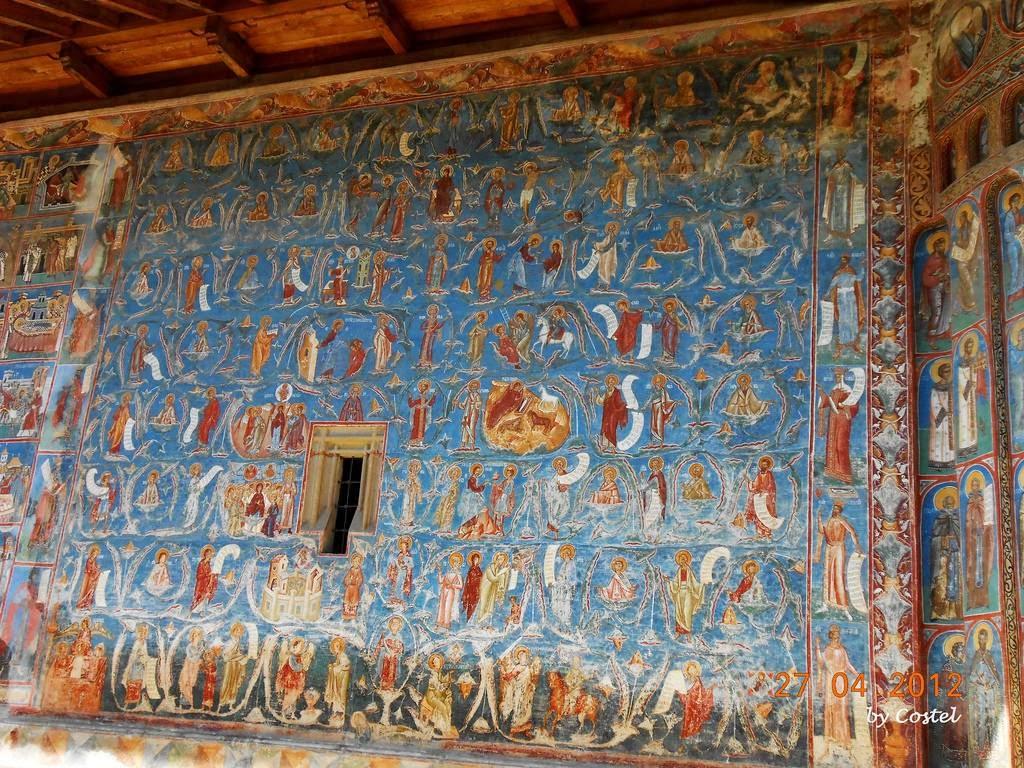 Фрески изумительны по своей красоте. Когда Габсбурги аннексировали северную часть Молдавского княжес