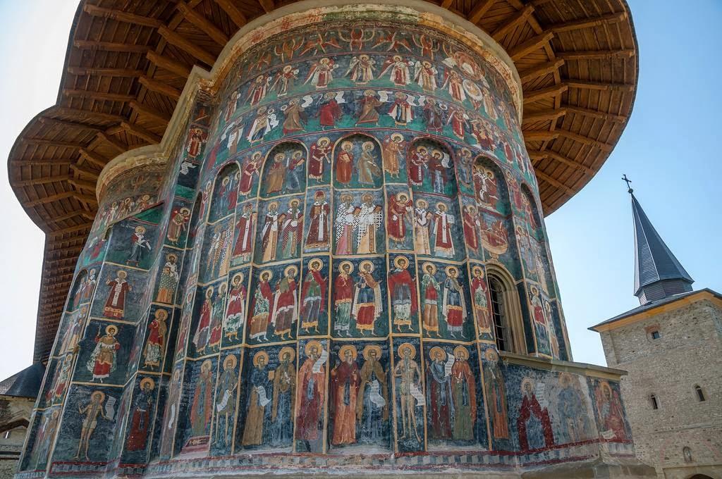 Монастырь Сучевица никогда не был заброшен, однако в его истории есть период относительного отсутств