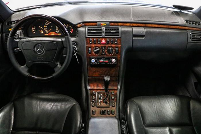 Пикап Mercedes-Benz E-Class на продажу