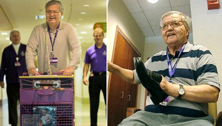 8. Альберт Лекси в течение 36 лет чистит обувь в детской больнице Питтсбурга. 71-летний Альберт Лекс