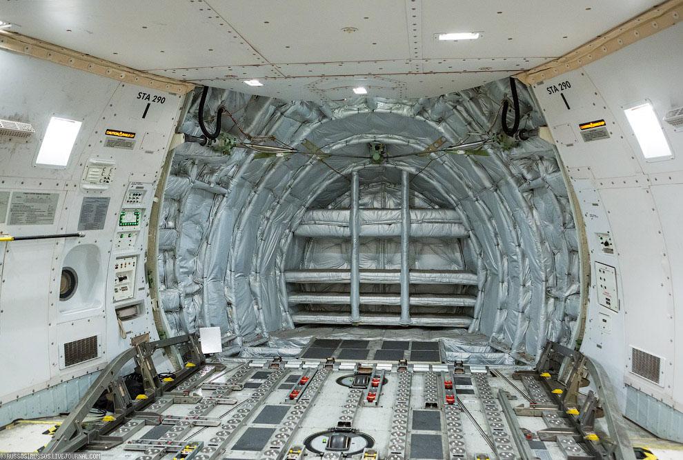Красавец MD-11F. Всего во флоте авиакомпании 38 Дугласов. Также смотрите статью « Как работает