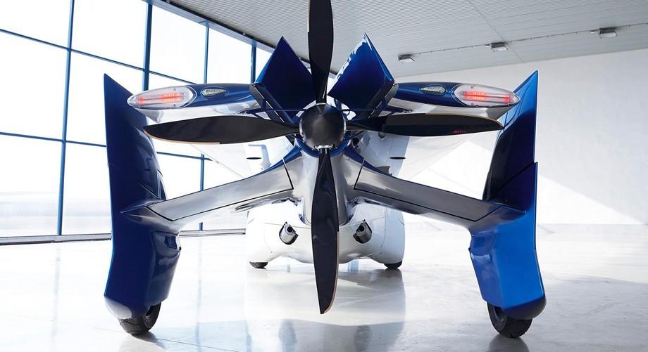 7. Конечно, AeroMobil 3.0 не предполагает смелых полетов над автомобильными пробками. Скорее, это ре